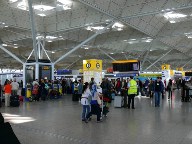 Tranzit-cherez-London-Stansted-airport-terminal
